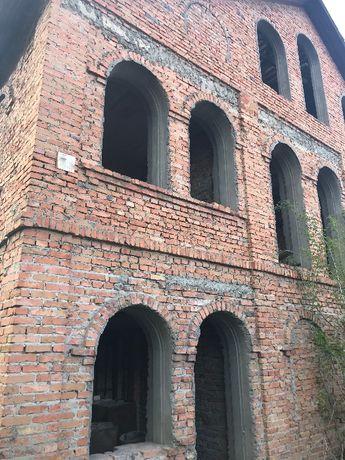 Продам 2-х этажный дом в центре города Бершадь
