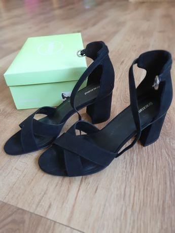Buty sandały zamszowe