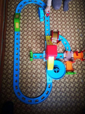 Детская автомобильная дорога 2 машинки полностью разбираеться
