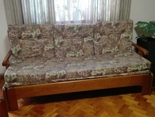 Conjunto de tres sofas