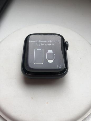 Продам Apple Watch 4 40 mm на запчасти, Заблокированы icloud