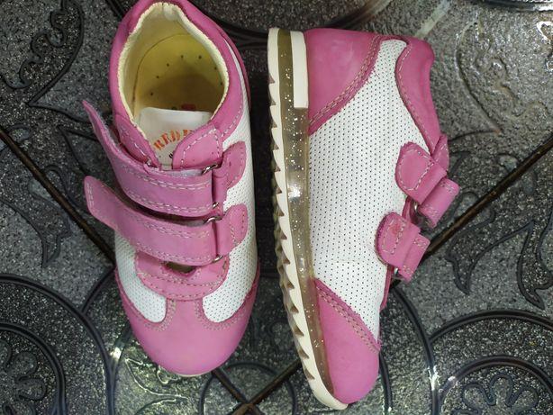 Детская обувь. Кроссовки.