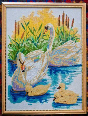 Картина вышитая крестиком -ручная работа (Лебеди)