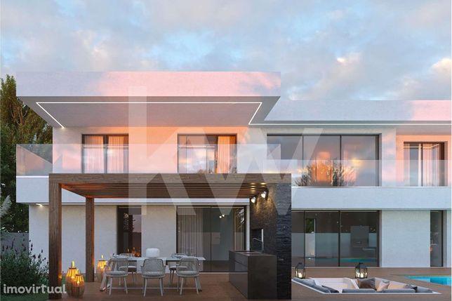 Moradia V4 Unifamiliar- Jardim - Piscina - Lounges - Excelentes Varand