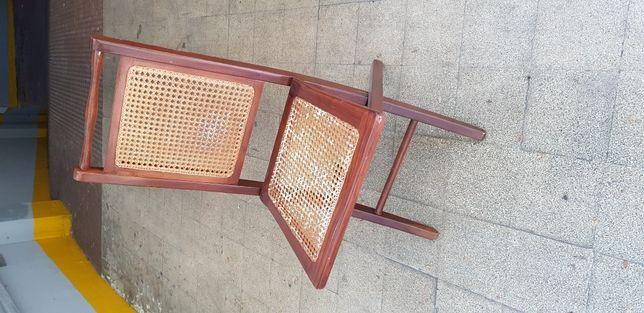 Cadeira articulada em palhinha