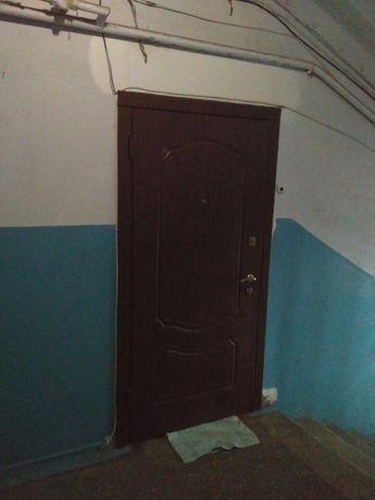 Дверь входная металлическая с лудкой и три замка  метал полотна 3 мм