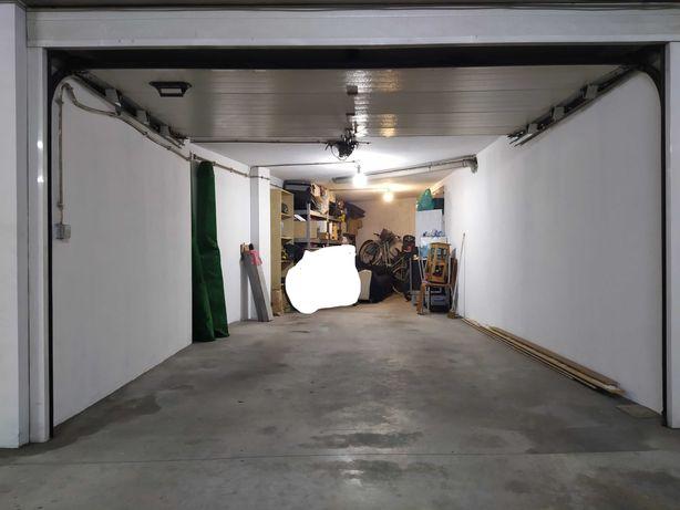 Garagem fechada Box em Guimarães com 28m2