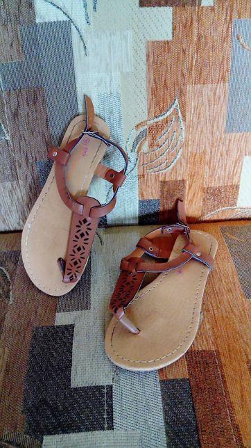 Sandałki dla dziewczynki rozm. 31, dł. wkładki 19, 5 cm