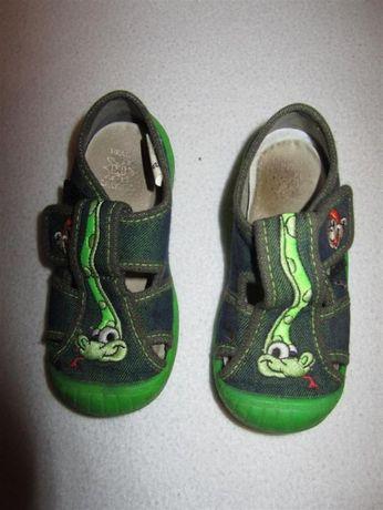 buty - kapcie r. 25