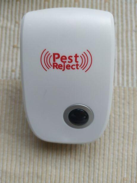 Отпугиватель крыс мышей комаров тараканов Pest Reject