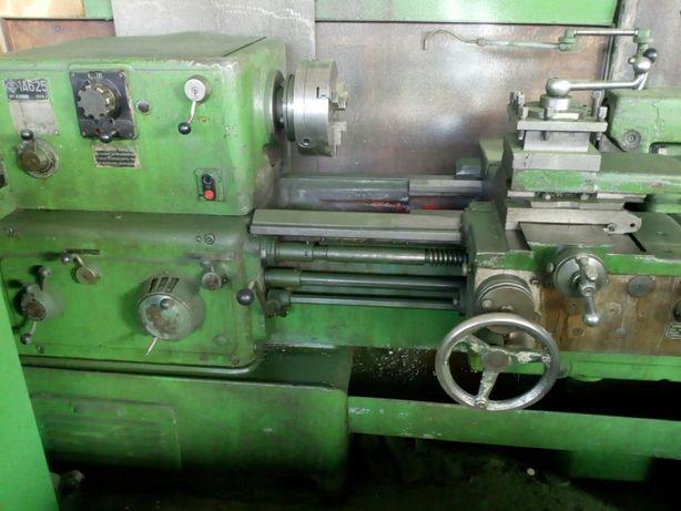 Токарно-винторезный станок 1А 625 в рабочем состоянии.