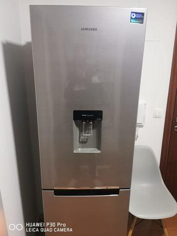 Vendo frigorífico combinado samsung no frost  impecavel  tem 4 anos