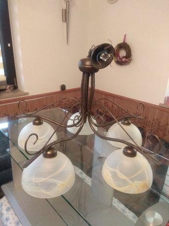 Żyrandol i lampa podłogowa