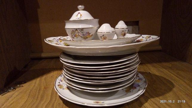 Продам набор посуды.Тарелки мелкие,глубокие,большое блюдо,селёдочница.