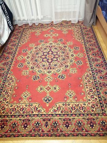 Продам ковёр б/у. Размер 1.75 на 2.5. В хорошем состоянии.