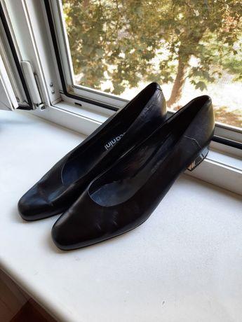 Женские туфли лодочки Toscanini на низком каблуке