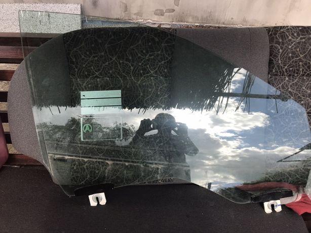 Стекло на правую переднюю дверь jeep 2019г