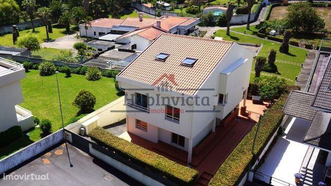 Moradia T4 c/ Terraço e Garagem em Miramar | Vila Nova de Gaia