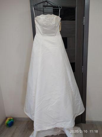 Платье свадебное со шлейфом