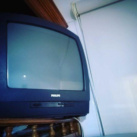 Televisor Pequeno da Philips em bom estado de conservação