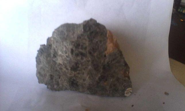 минералл натуральный камень диопсид