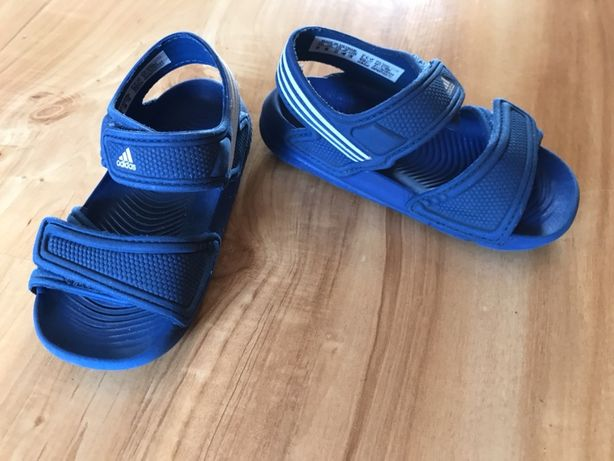 Sandały adidas r.23 na basen