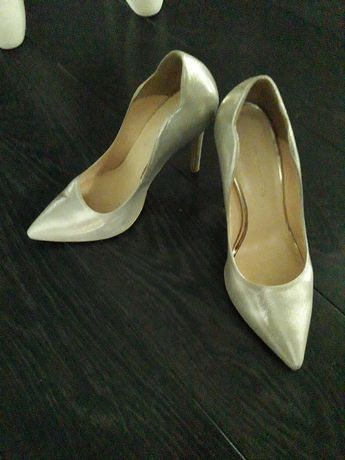 Zlote buty rozm. 37 skórzane