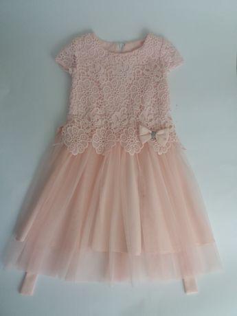 Piekna koronkowa sukienka z tiulem, pudrowy róż