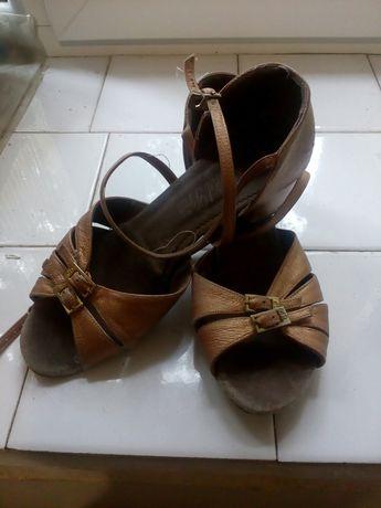 Бальные туфли на девочку