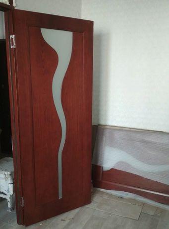 Продам двери межкомнатные с коробом наличниками и расширителями