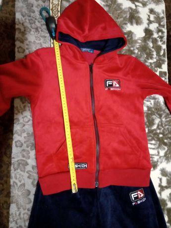 Продам теплый спортивный костюм фирмы GRACE,р.122. на мальчика.