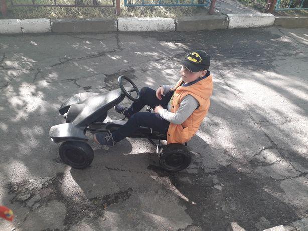 Продам бетмобиль или машинка на педалях
