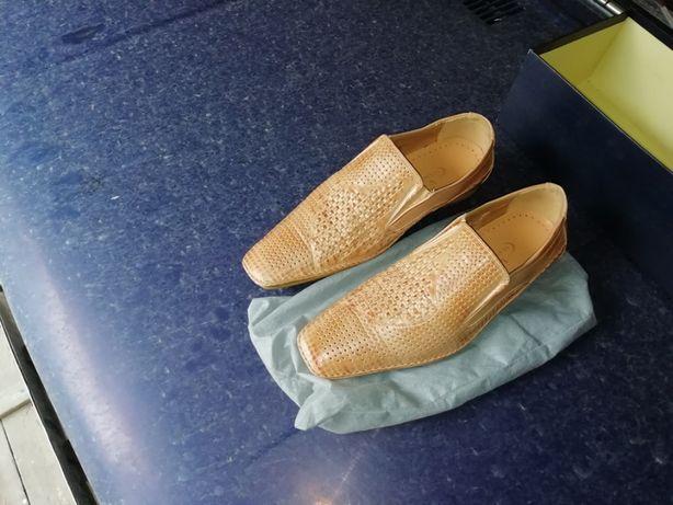 Продам летние кожаные туфли