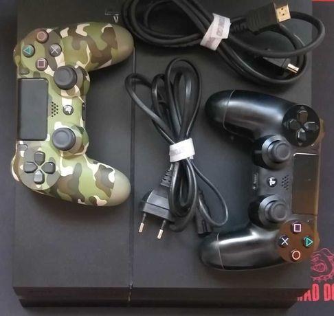 PlayStation 4 1TB + 2 Pady