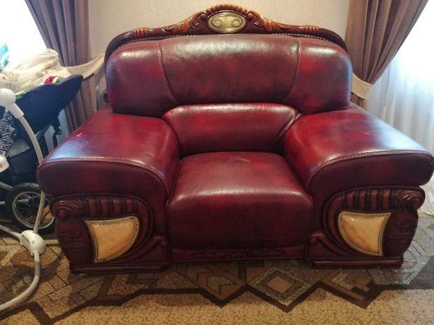 Диван кожаний+крісло