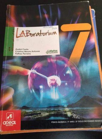 """Livro de Física e Química """"Laboratorium"""" 7°ano"""