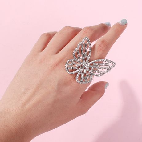 Кольцо в виде бабочки со стразами