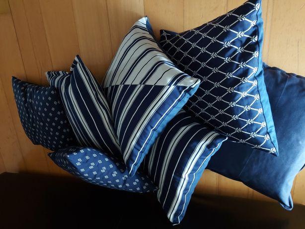 Almofadas azuis novas