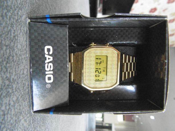 Relógio Casio digital dourado