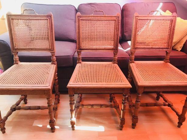Krzesła z drewna z metalowym uchwytem antyk 4 sztuki idealny stan.