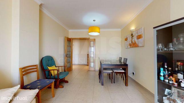 Apartamento T2 no Forte da Casa/ Póvoa de Santa Iria com suite, marquise, arrecadação e parqueamento interior/exterior e 108m2 de área útil