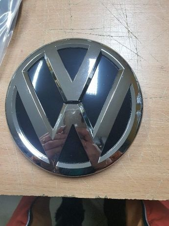 Эмблема,значок на решетку радиатора Volkswagen VW Passat B8,Golf7,Jett