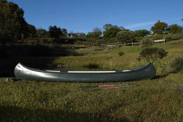 Canoa em fibra de vidro