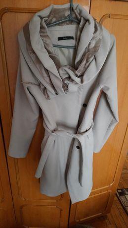 Пальто жіноче ..