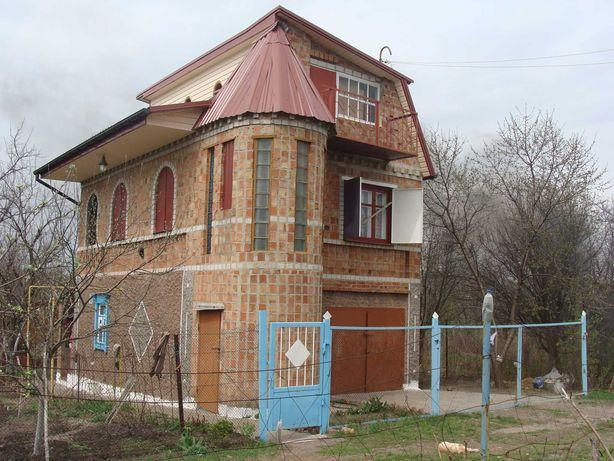 Дом в Магдалиновском районе.