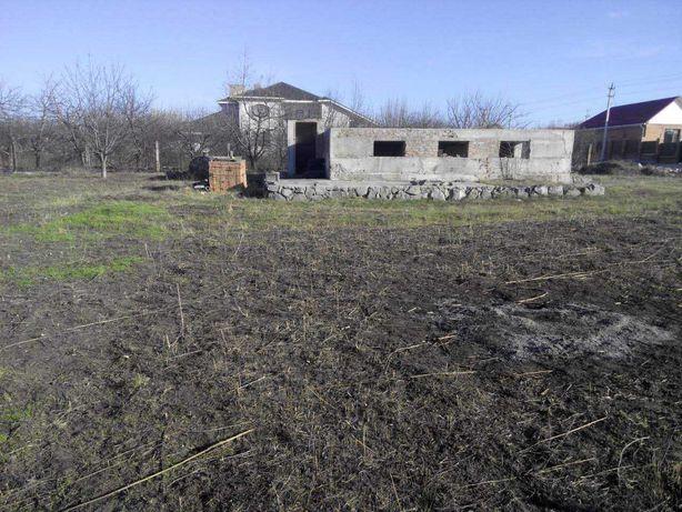 Земельна ділянка з забудовами