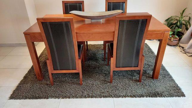 Cadeiras madeira e napa