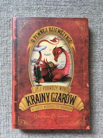 Książka O pewnej dziewczynce i jej podróży wokół krainy czarów na okrę