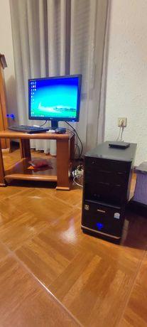 Computador de mesa com monitor de