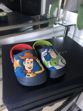Crocs chłopięce C8 seria Toy Story rozmiar 23/24